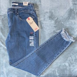 ✨Levi's 721 High Rise Skinny Jeans in Light Wash✨